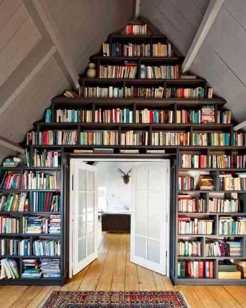 Aprovecha al máximo el espacio en una buhardilla librería 1