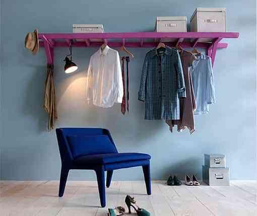 Convierte una vieja escalera en un perchero reciclado