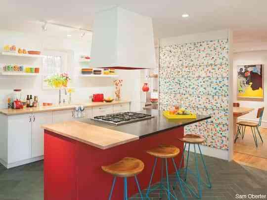 Una cocina llena de color 1