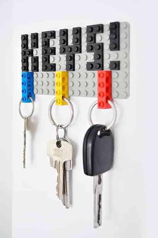Panel para las llaves realizado con piezas de Lego