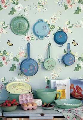 decoracion con sartenes floral