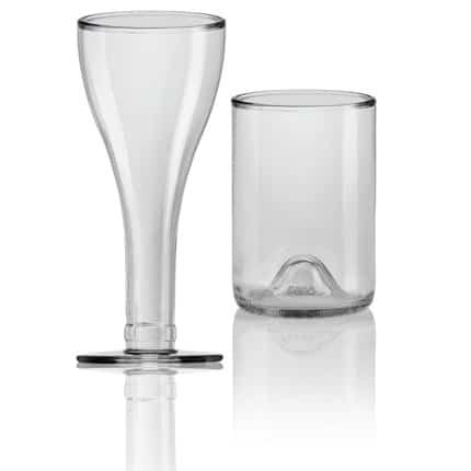Vasos y copas con botellas de vidrio de Sanserif Creatius