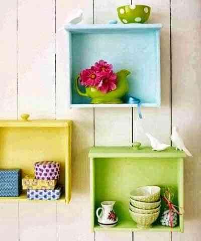 Decoraci n interior con repisas recicladas decoraci n de - Decoracion reciclaje interiores ...