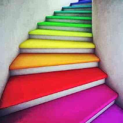 Decorar escaleras de colores decoraci n de interiores for Jaula de la escalera de color idea