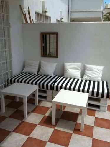 Bricolaje sillones de palets decoraci n de interiores - Como hacer un sofa de palets ...