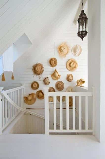 decorar pared con sombreros rusticos