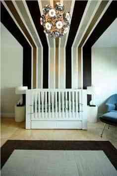 Decorar la pared de un dormitorio infantil con franjas