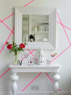 decorar la pared con washi tape rosa
