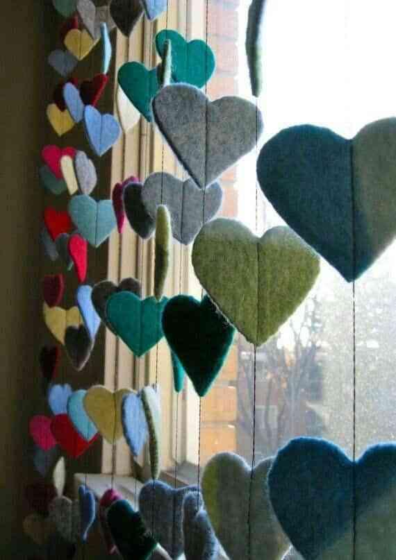 corazones de fieltro