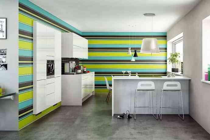Decorar la pared de una cocina con franjas decoraci n de - Decorar paredes de cocina ...