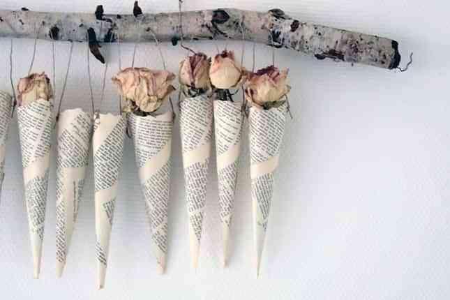 rosas en cono de papel