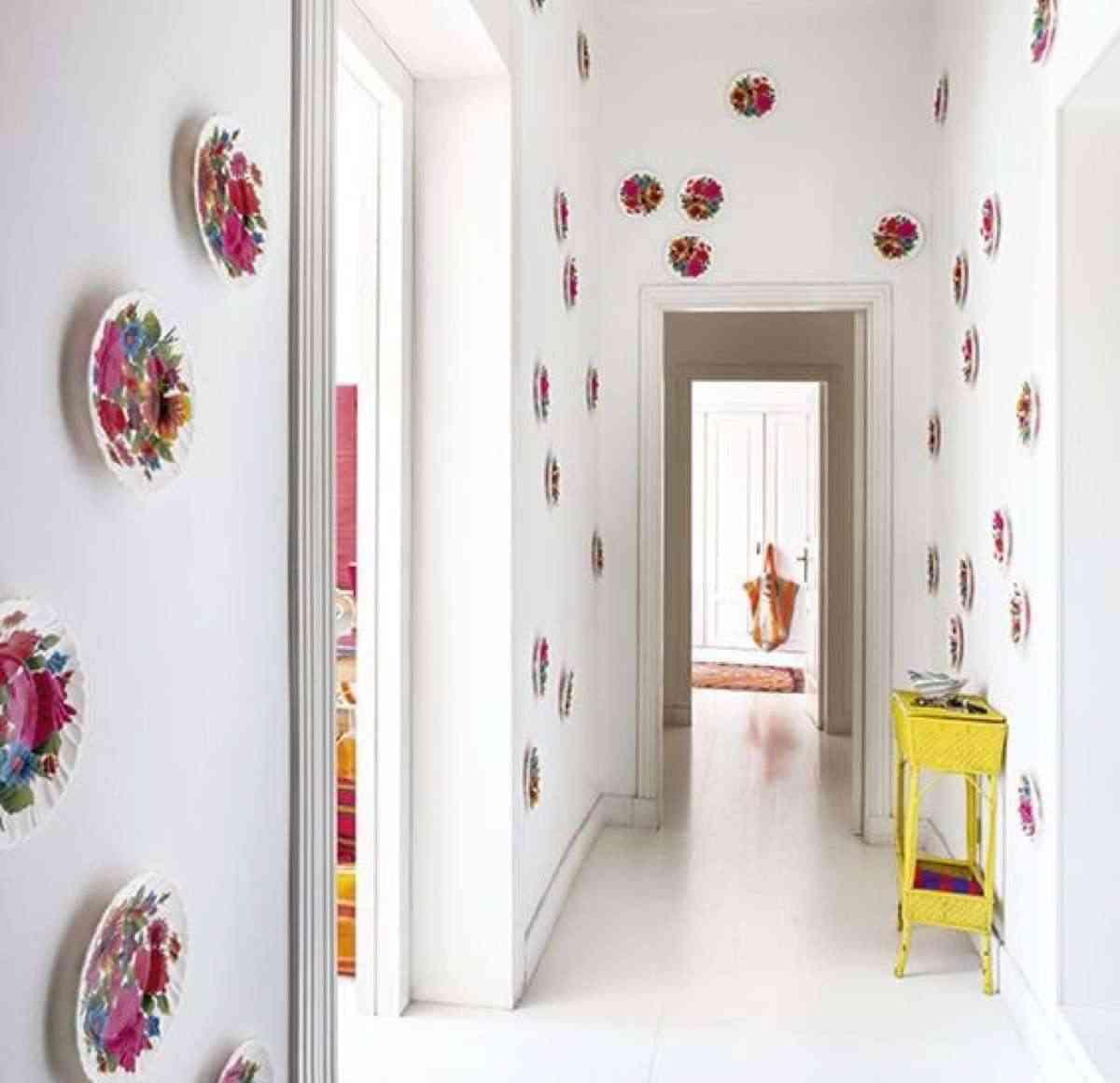 decorar con platos el pasillo