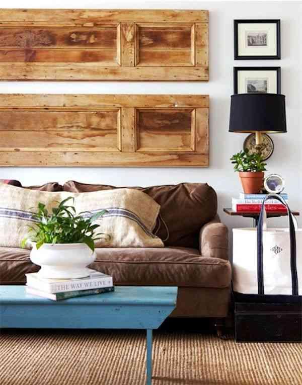 Reciclar una puerta para decorar el sal n decoraci n de - Decorar pared salon ...