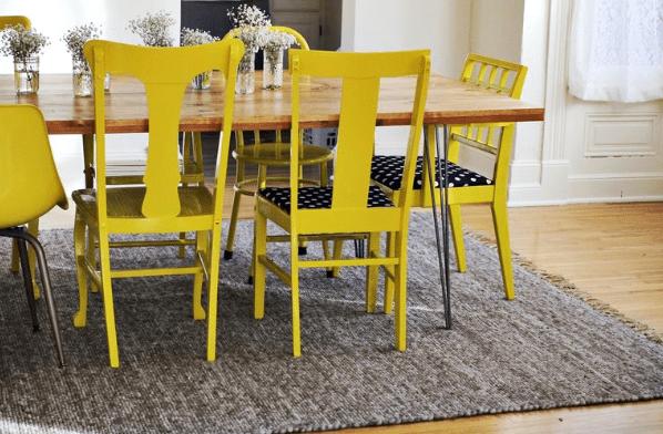 sillas amarillas