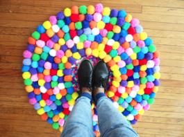 alfombra de pompones