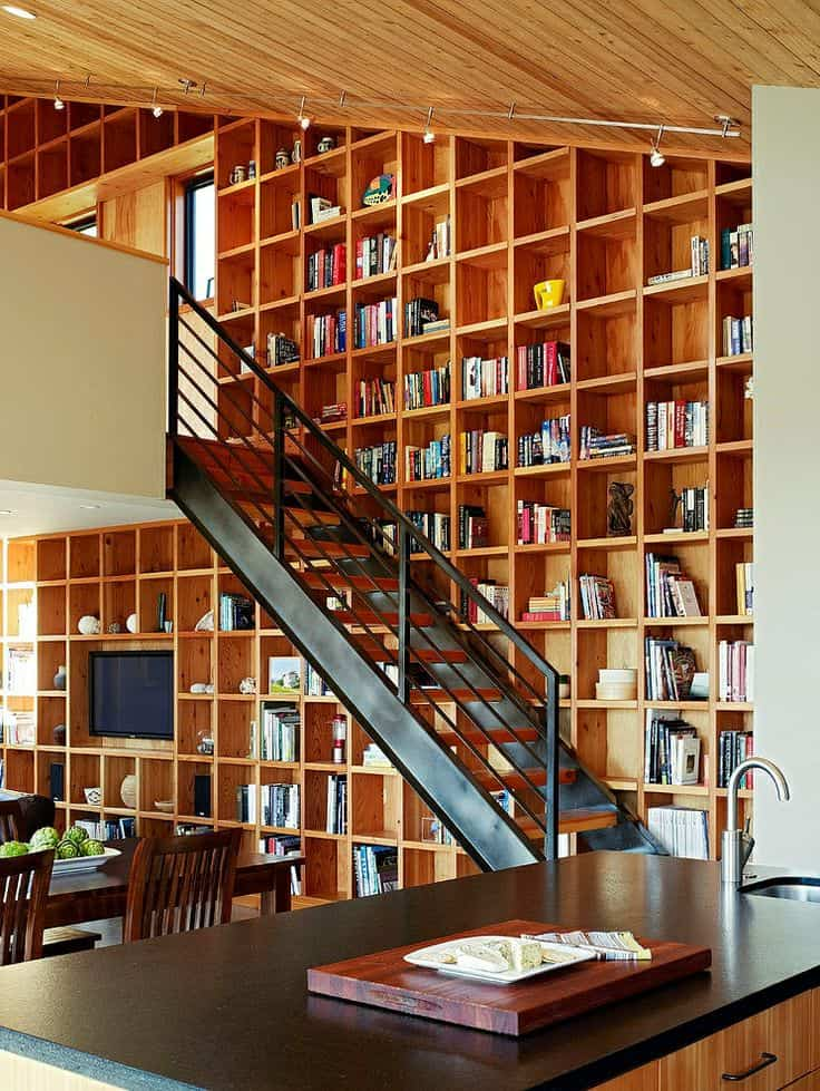Ambiente de lectura en paredes decoradas con libros for Decoracion con libros