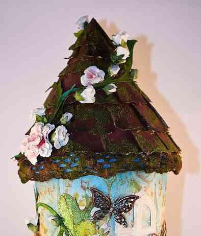 casa hecha con un vaso de papel