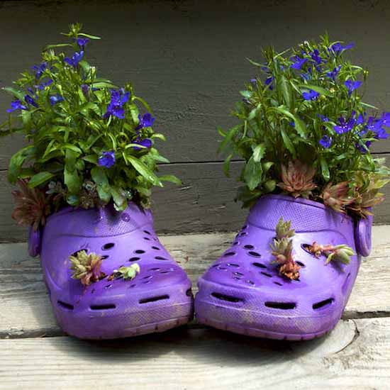 decorar el jardin con zapatos