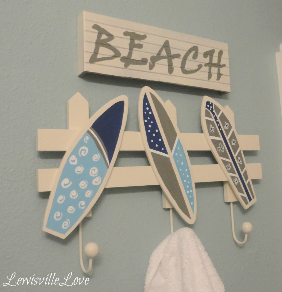 Un perchero original para decorar dormitorios infantiles for Perchero con ganchos de ropa