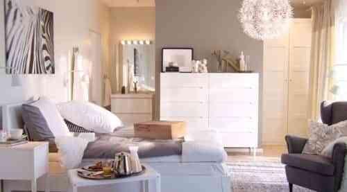 dormitorio con zona de descanso