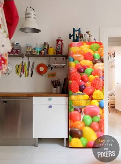 Decorar la nevera con vinilos decorativos de mucho colorido - Cocinas con vinilos decorativos ...