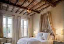 dormitorios con techo de madera