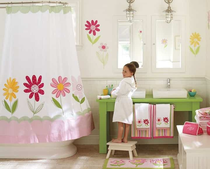 girls-bathroom-decor-with-flower-idea