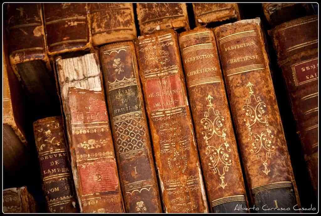 Ideas para reparar los libros antiguos - Libros antiguos para decoracion ...
