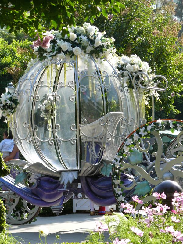 replica del carruaje de la cenicienta utilizado para una boda