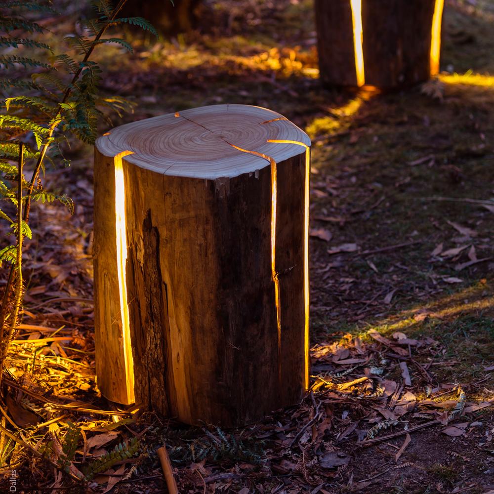 tronco de madera transformado en lámpara