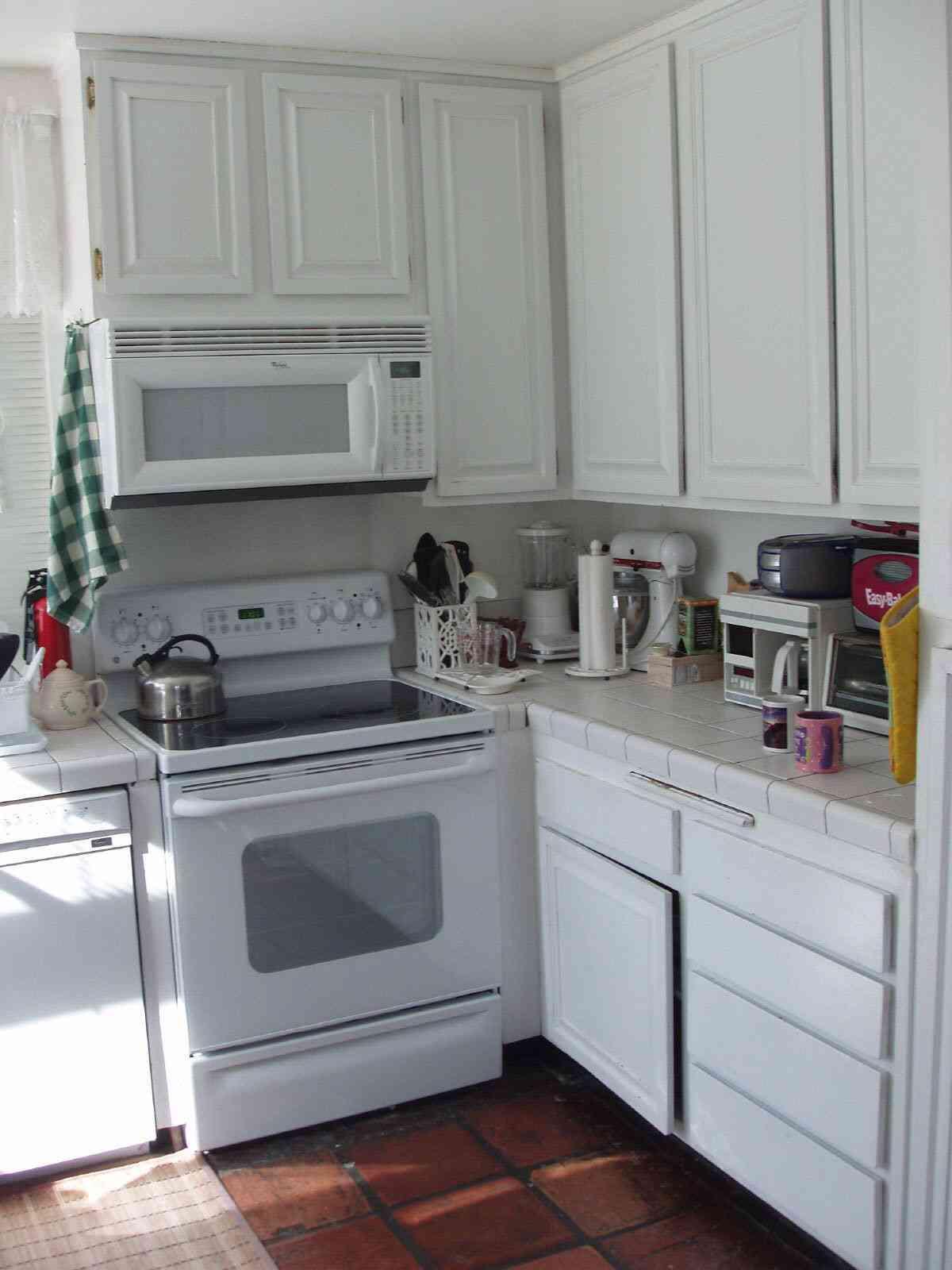 muebles hasta el techo en cocina pequeña