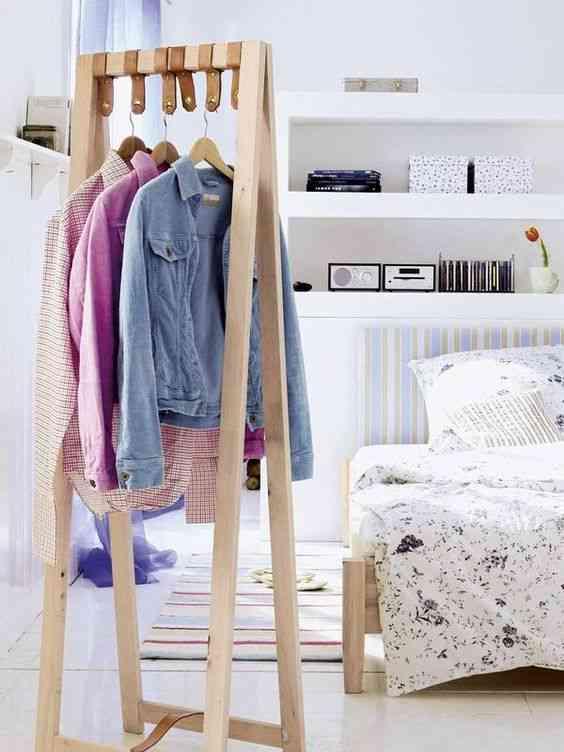perchero en el dormitorio I