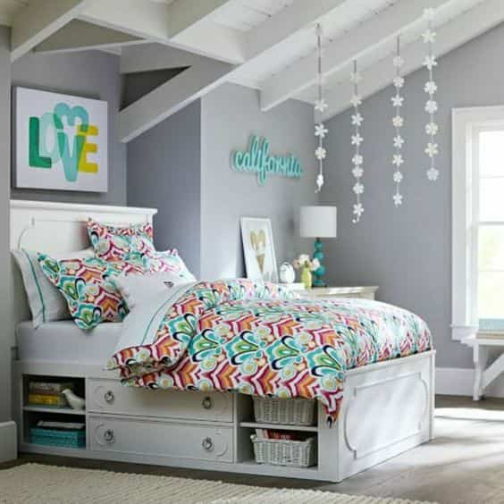 Teen S Bedroom With Feature Grey Wall And Monochrome Bed Linen: 10 Originales Ideas Para Pintar Una Habitación Juvenil
