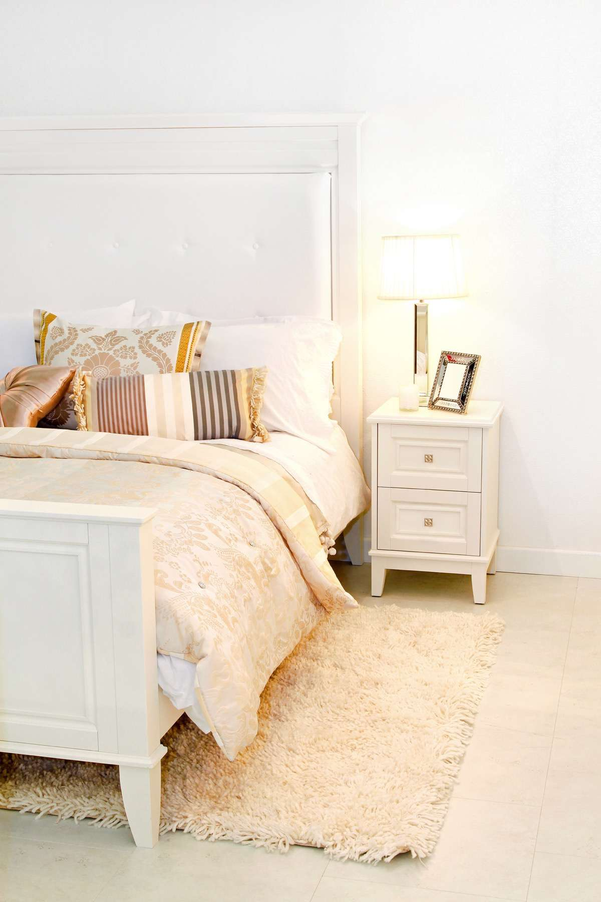 Muebles de madera blanca