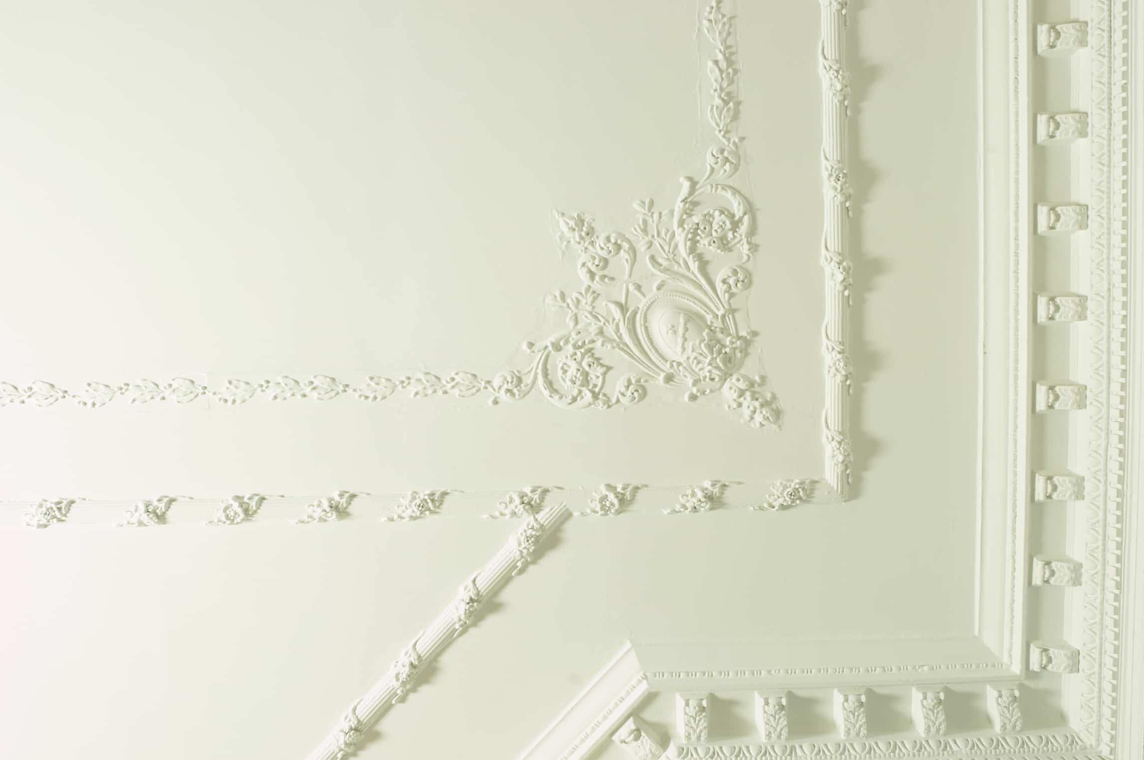 Molduras de yeso para techos y paredes da car cter a tu for Techo de escayola decoracion simple