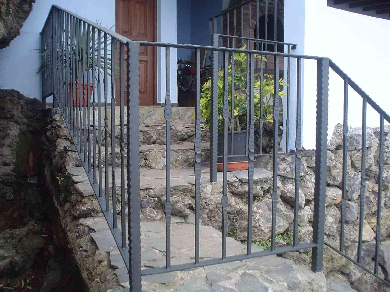 Ideas para decorar barandillas de hierro forjado para tus - Escaleras de hierro para exterior ...