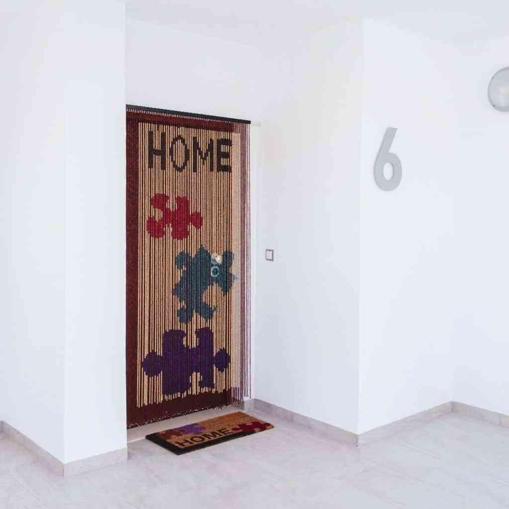 Apuesta por las cortinas y estores de madera 1