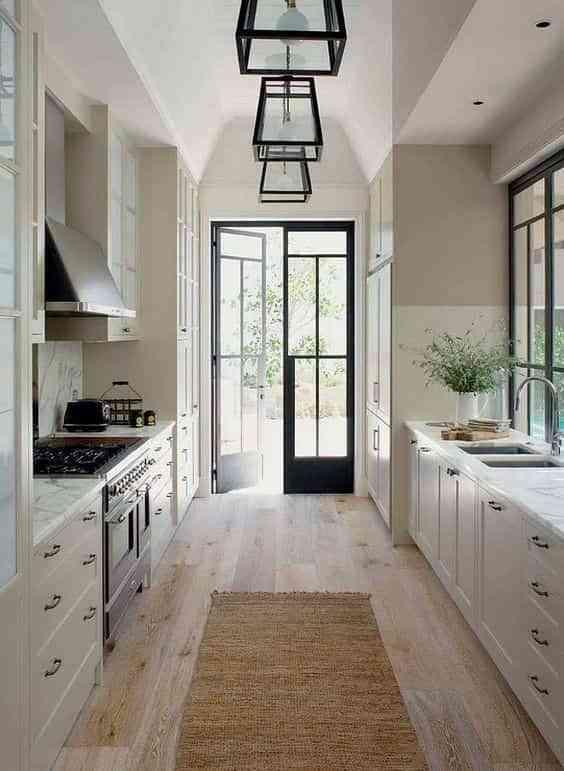 blanco, negro y madera en cocinas VII