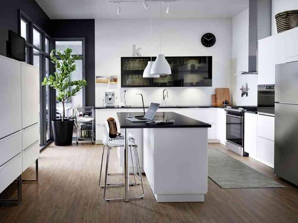 blanco, negro y madera en cocinas IX
