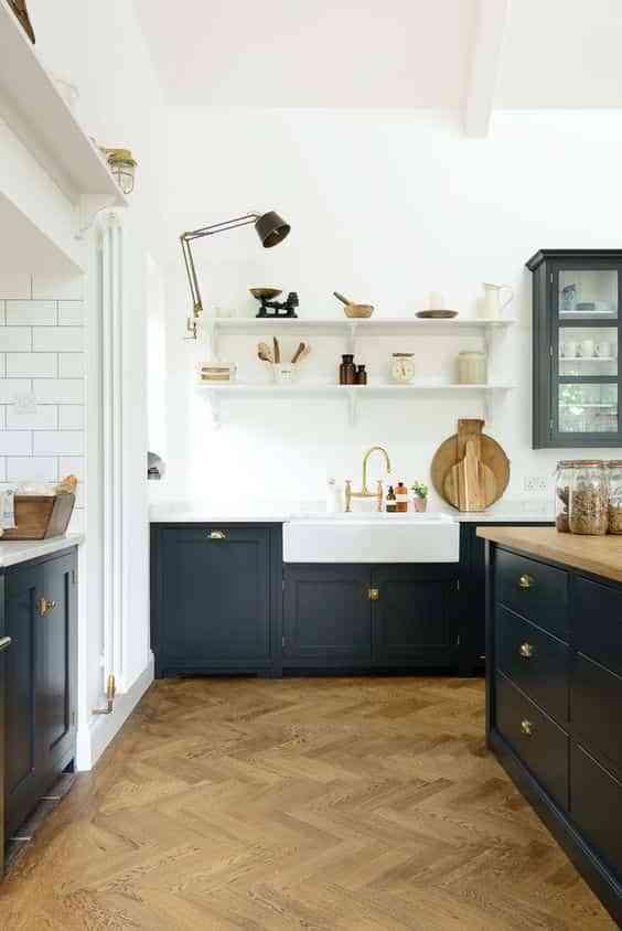 blanco, negro y madera en cocinas X