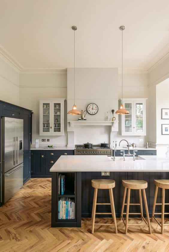 blanco, negro y madera en cocinas XII