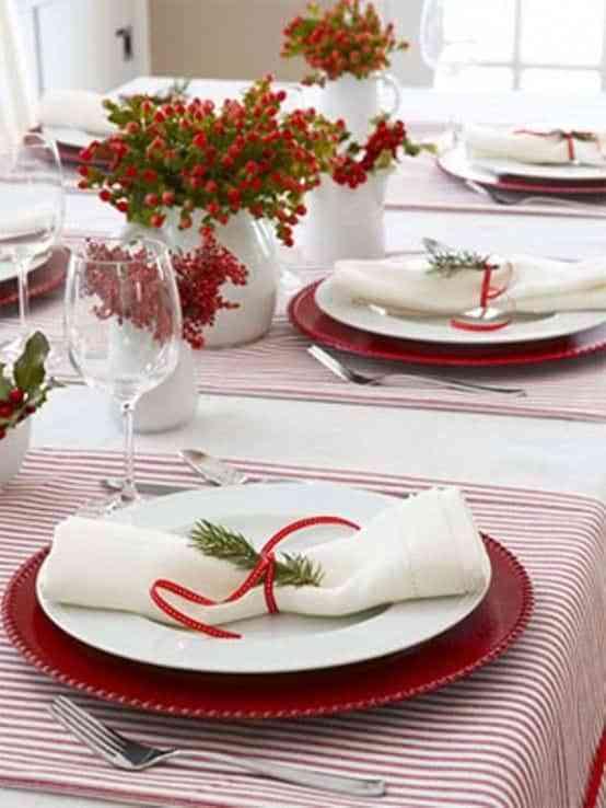 mesa navidena en blanco y rojo IV