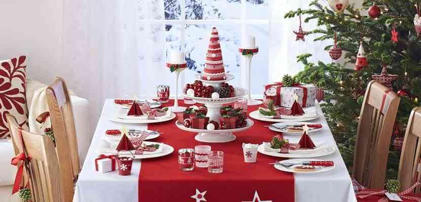 mesa navidena en blanco y rojo VI