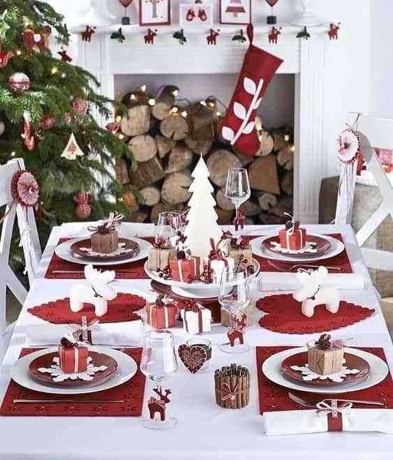 mesa navidena en blanco y rojo X