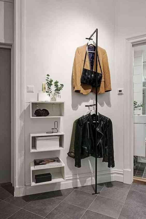 colgar abrigos en el recibidor IV