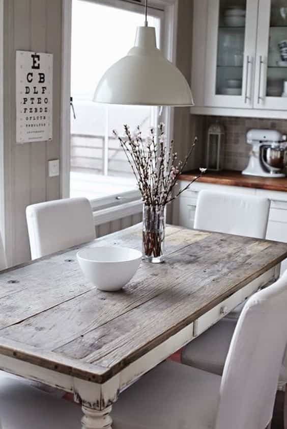 mesa restaurada en el comedor V