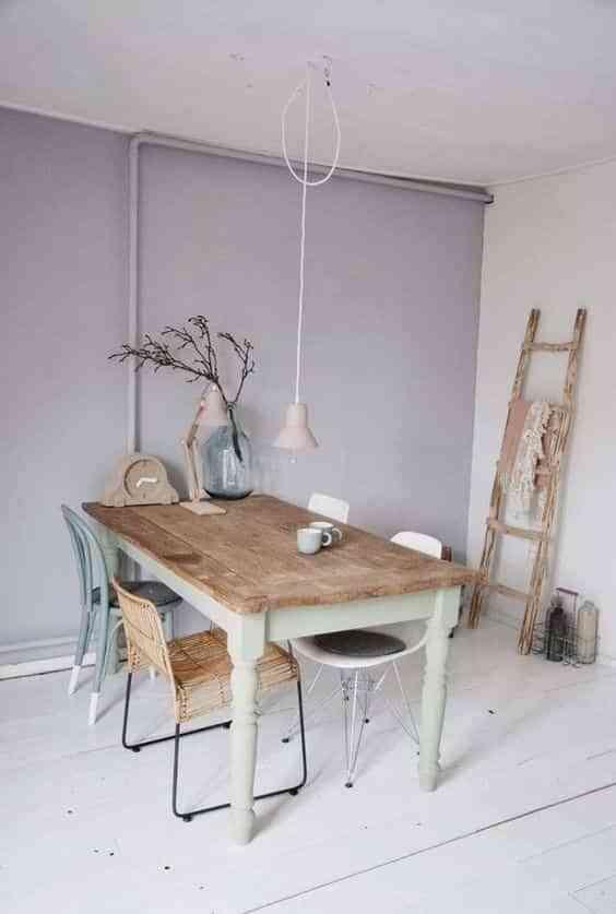 mesa restaurada en el comedor VI