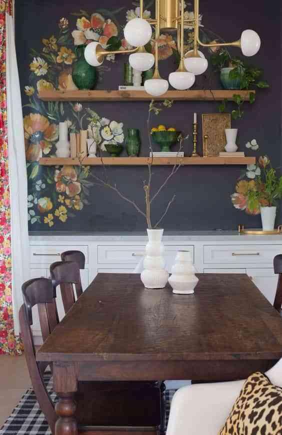 mesa restaurada en el comedor