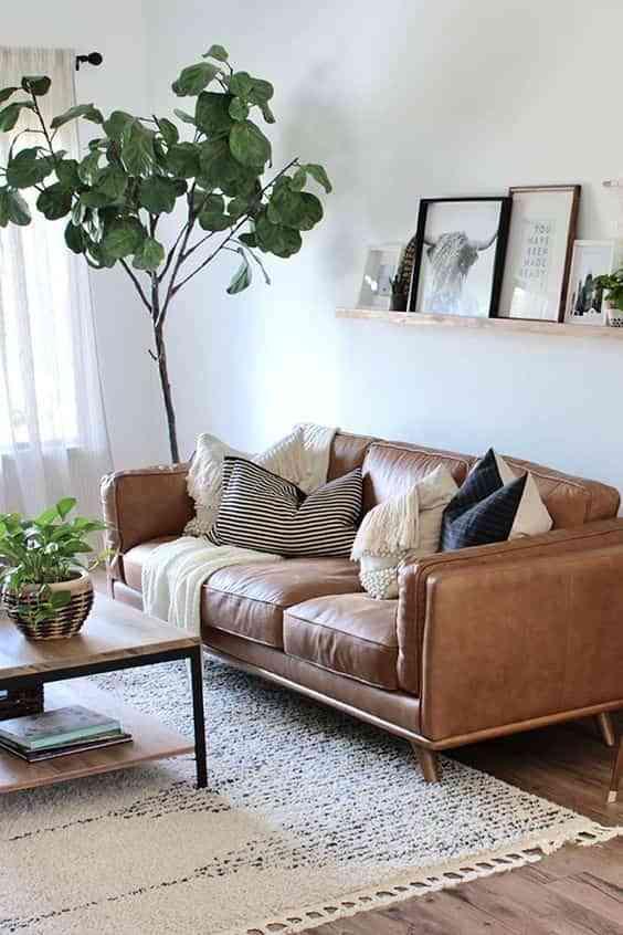 combinar un sofa de cuero marron IV