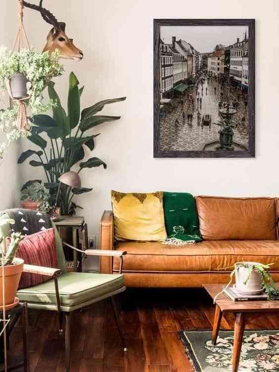 combinar un sofa de cuero marron V
